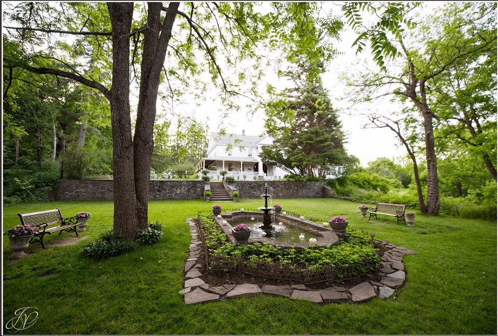 Altamont Manor