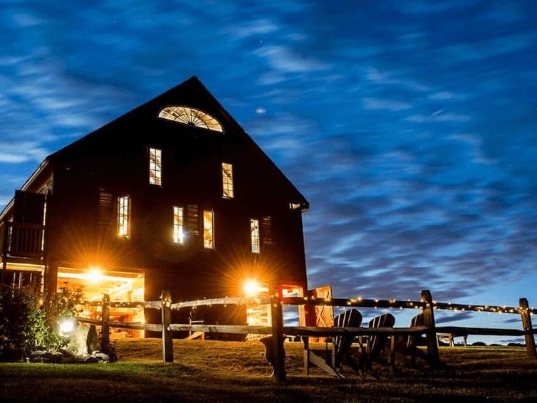 Lakota's Farm Wedding Barn